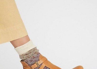 الجوارب على الأحذية المفتوحة