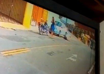 فتاة تقتل زوجها بسلاح ناري أمام عشيقته في وسط الشارع