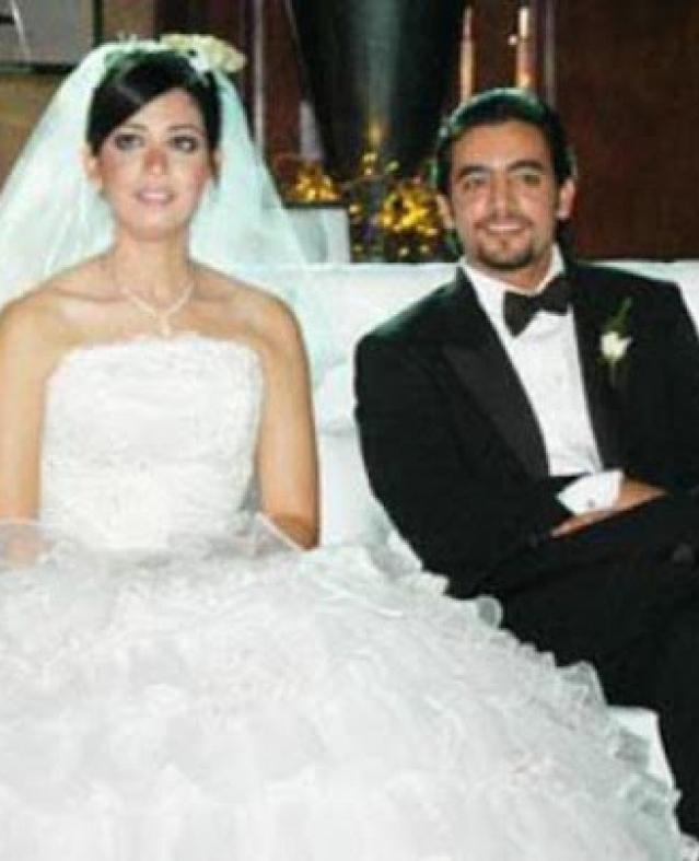 بعد حديثه عنهم.. لقطات أسرية من حياة هاني سلامة الزوجية