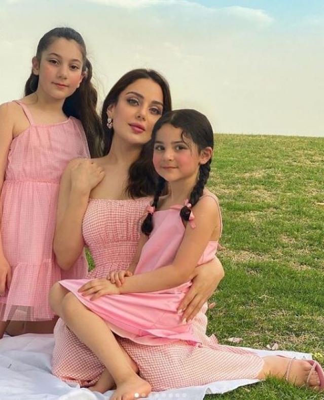 شاهد أحفاد الفنانة اللبنانية هيفاء وهبي من ابنتها الوحيدة زينب فياض