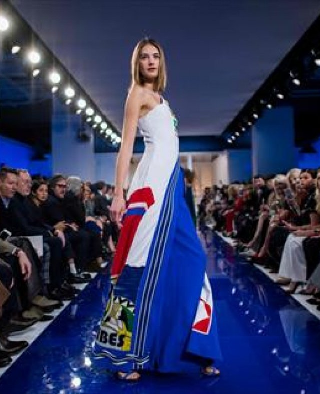 الابيض والازرق يطغيان على اسبوع الموضة بنيويورك