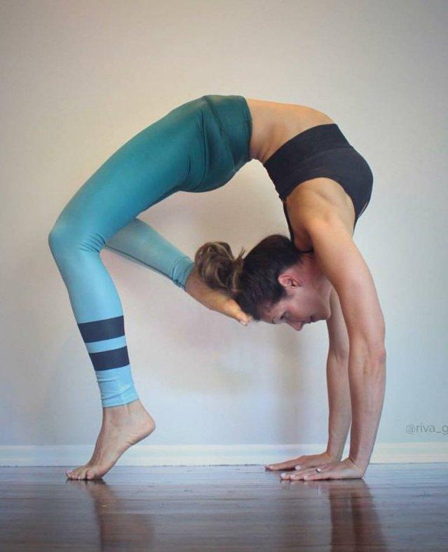 إيفا.. لاعبة اليوجا الشهيرة