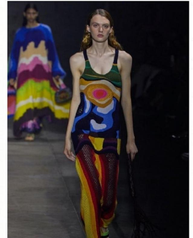 أغرب أزياء 2022 في أسبوع الموضة بباريس.. «تصميمات مستوحاة من الطاعون»