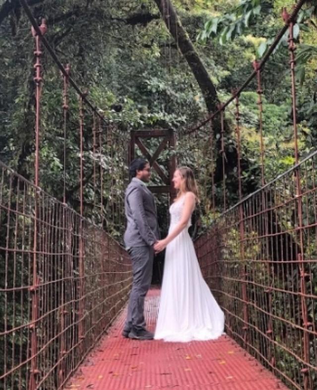 عروسة وزوجها تجوب مصر والعالم احتفالا بالزفاف