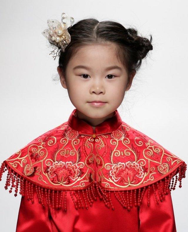 ازياء الاطفال في اسبوع الموضة بالصين