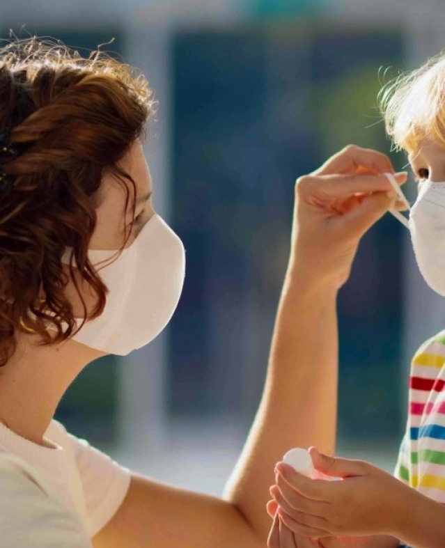 مساعدة الطفل على قضاء فترة العزل المنزلي