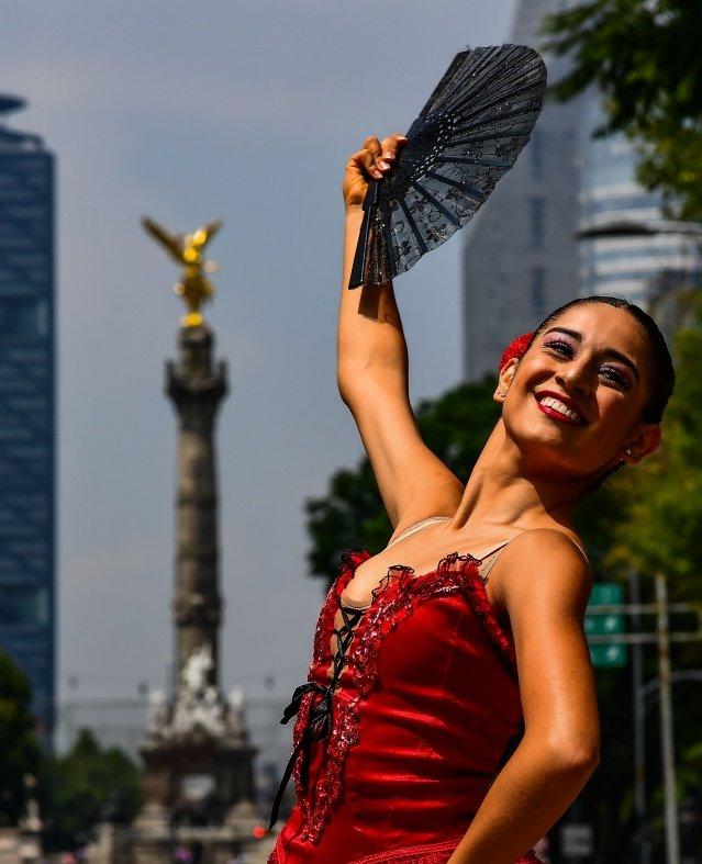 باليه في شوارع المكسيك