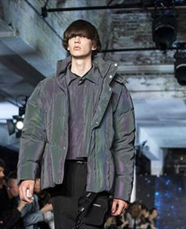 الرمادي و الاسود و السويت شيرت الطويلة ابرز الاطلالات في اسبوع الموضة الرجالي في لندن