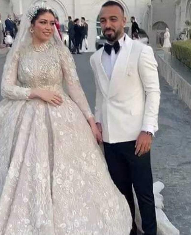 تستعرش الصور التالية أبرز لقطات من حفل زفاف لاعب النادي الأهلي مجدي أفشة.