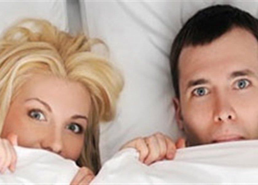 1e9a1b2ca كيف تتصرفين إذا اقتحمت حماتك غرفة النوم أثناء العلاقة الحميمة؟.. خبير يجيب