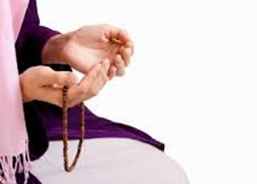 إذا كانت الزوجة تصلي والزوج لا يصلي هل يفسخ عقد الزواج..