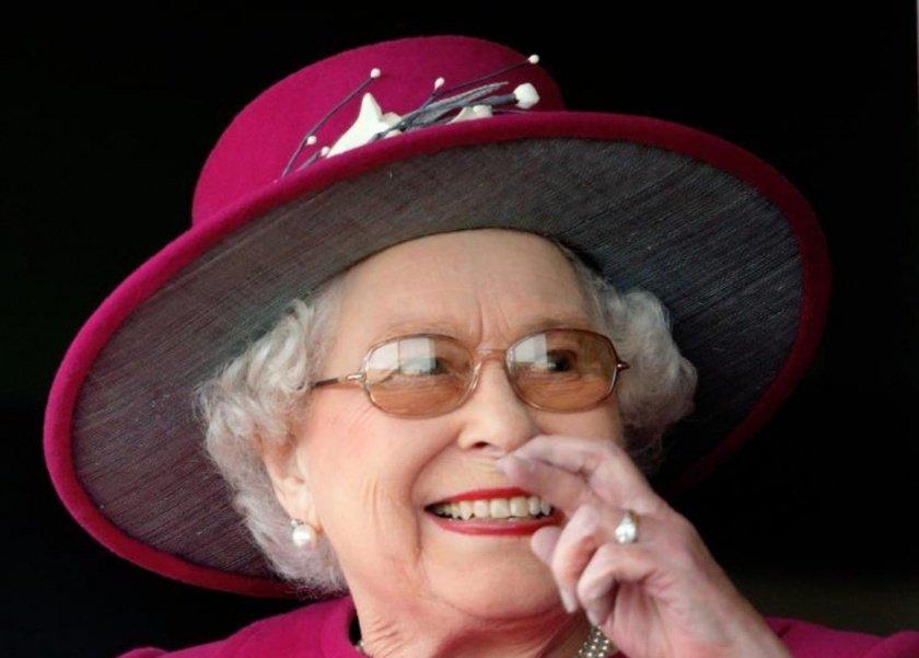 اللون المحدد لطلاء أظافر العائلة الملكة وسعره