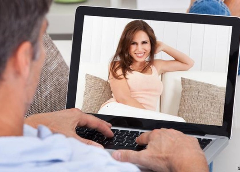 حدود تعامل المرأة عبر مواقع التواصل الاجتماعى