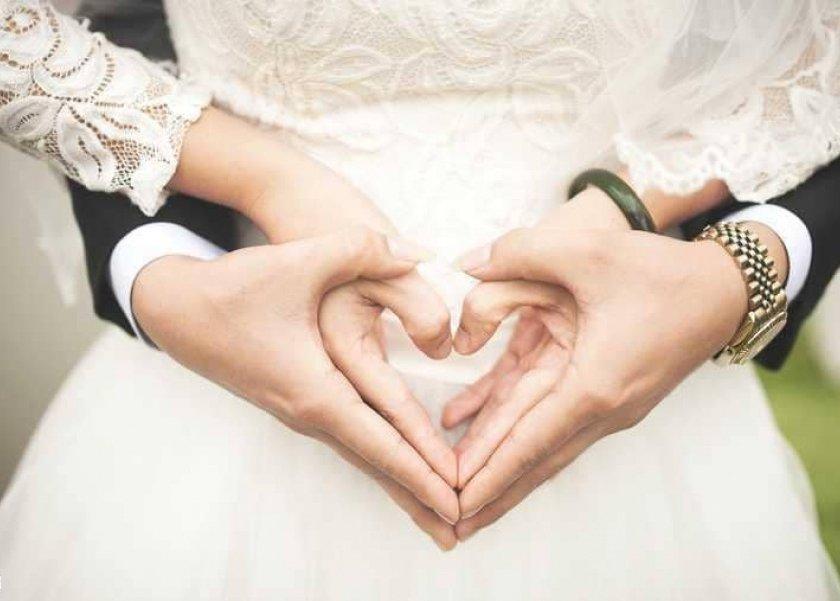 زوجان يمارسان الجماع وأذن أذان الفجر فماذا عليهما أن يفعلا؟