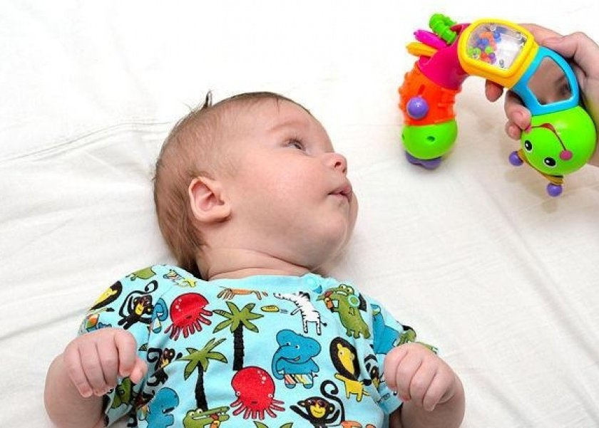 منها تجنب التلفزيون..4 طرق لتحفيز دماغ الرضيع