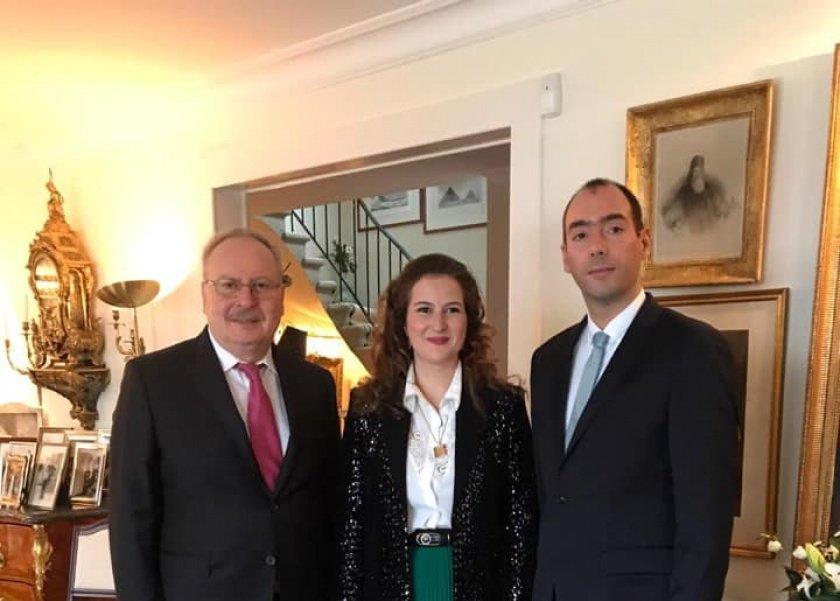 في بيان صحفي.. الملك السابق أحمد فؤاد يعقد مقارنة بين زفاف ابنته وحفل الأميرة فوزية