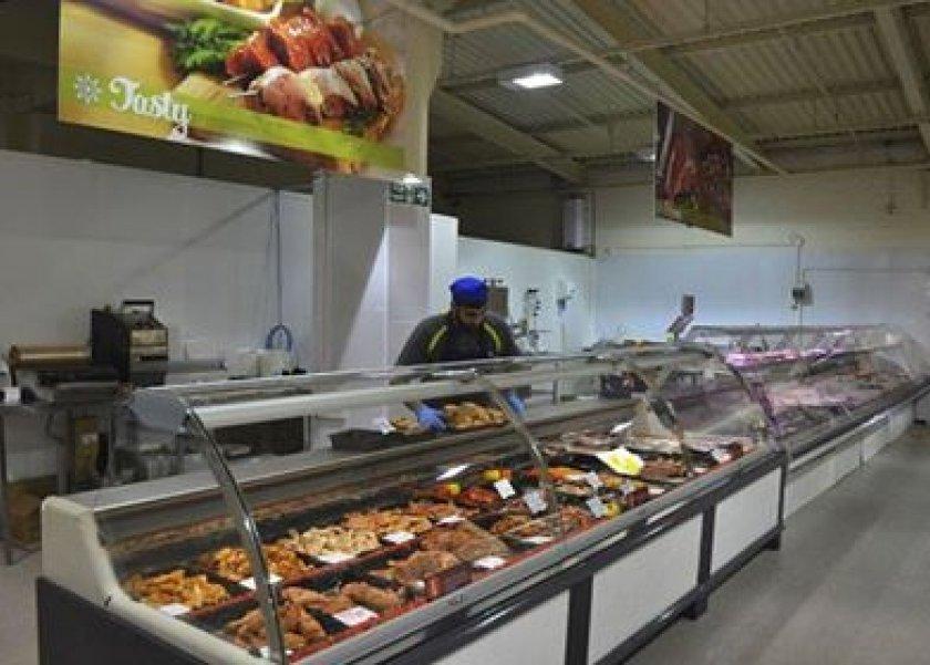 محل يبيع اللحوم والدواجن متبلة لتوفير الوقت للسيدات
