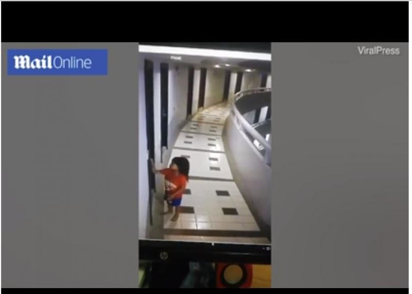 بتمشي وهي نايمة.. طفلة تايلندية تلقي نفسها من الطابق 11 داخل فندق