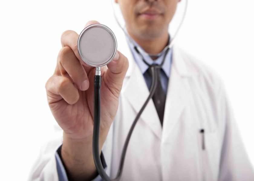 رئيس قسم الصدر بطب قصر العيني يحذر من إهمال ضيق التنفس