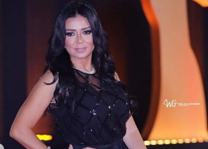 فستان رانيا يوسف المثير سؤال في امتحان مادة بكلية
