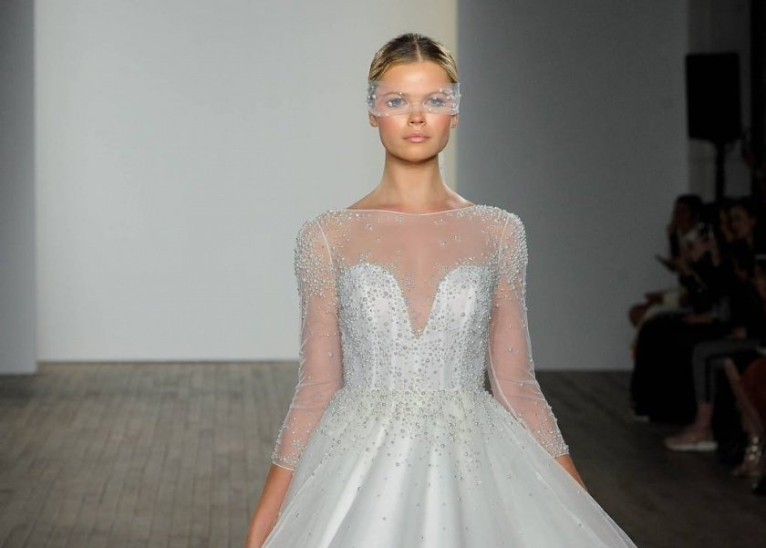 acc58688f هن | بالصور| 10 فساتين زفاف ملائمة لعروس شتاء 2019..