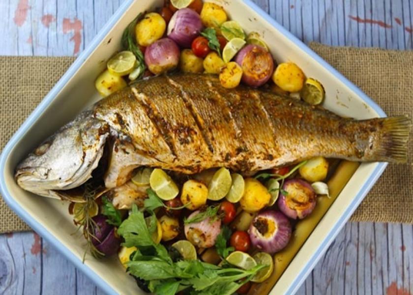 صينية السمك القاروص بالبطاطس