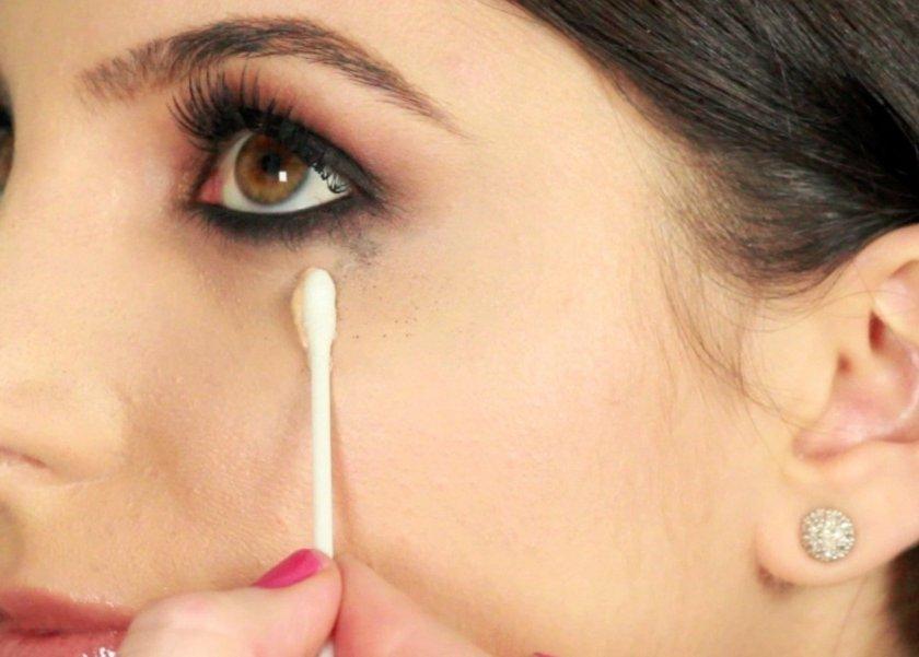 8f88225866d70 5 خطوات لإزالة الكحل من العين - المرأة