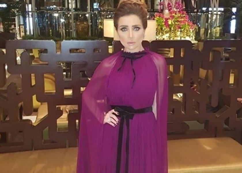 98b2d5564 بالصور  3 نجمات ارتدين نفس الفستان بتوقيع مرمر حليم.. آخرهن مي عز الدين