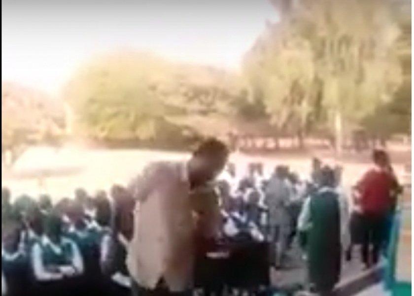 مدرس يجلد الطالبات