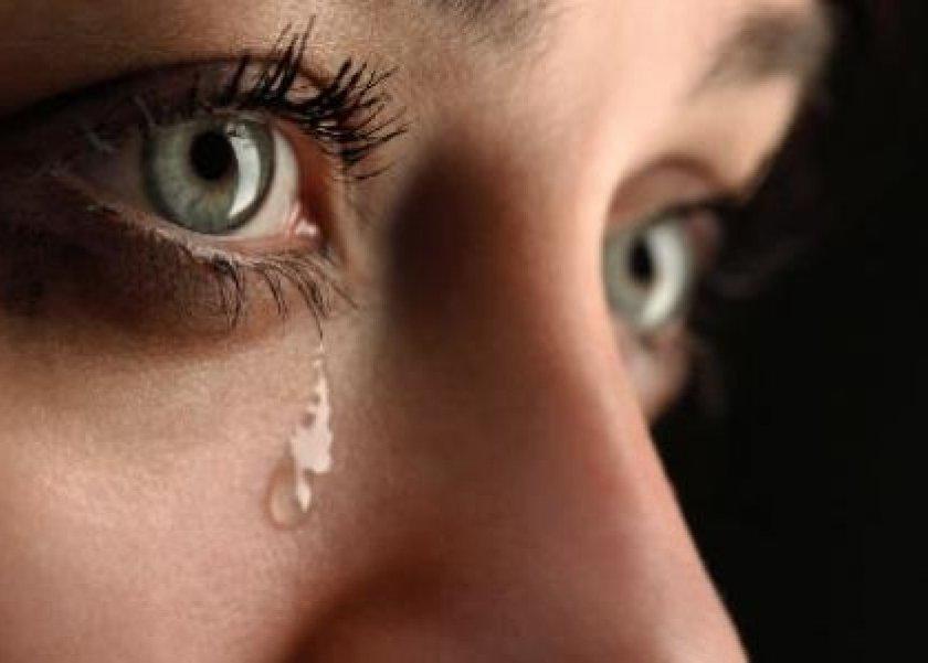 3 انفعالات لا إرادية يقوم بها جسمك بينها الدموع