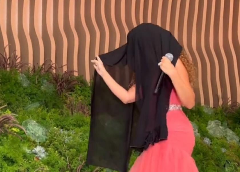 مريام فارس تغني بالحجاب