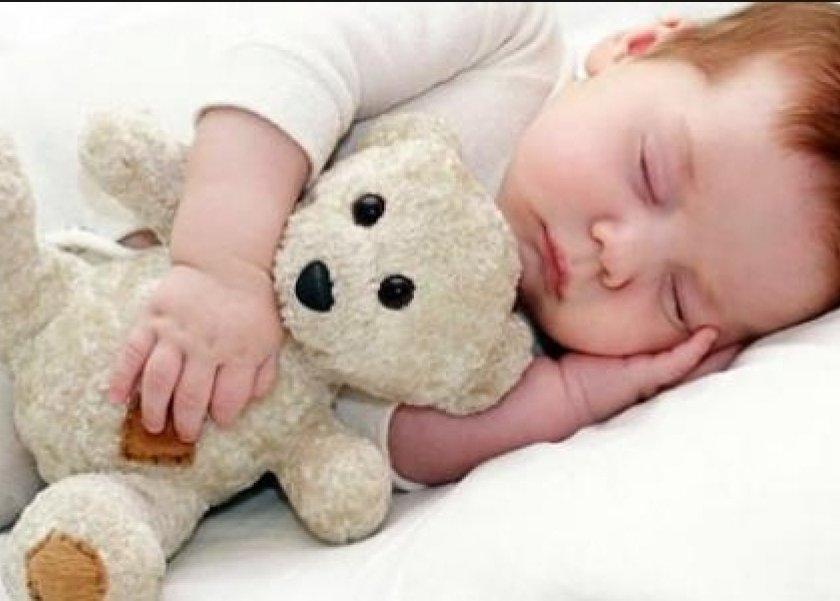 أسباب بقاء الطفل مستيقظا أثناء الليل حسب المرحلة العمرية