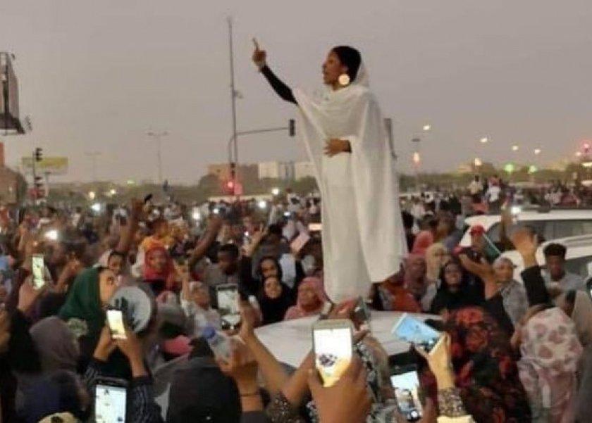 بالفيديو  امرأة سودانية