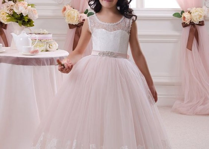 bfebf1401 هن | بالصور| أجمل فساتين الزفاف للأطفال في 2017