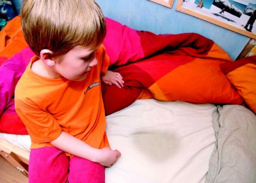 نصائح للأمهات لمنع الطفل من تبليل السرير ليلا