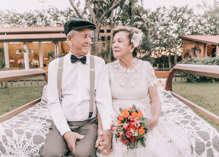 الزوجان في حفل زفافهما