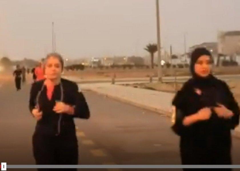تخرج عن المألوف.. سعودية تؤسس فريق للجري بين النساء والرجال في الشوارع