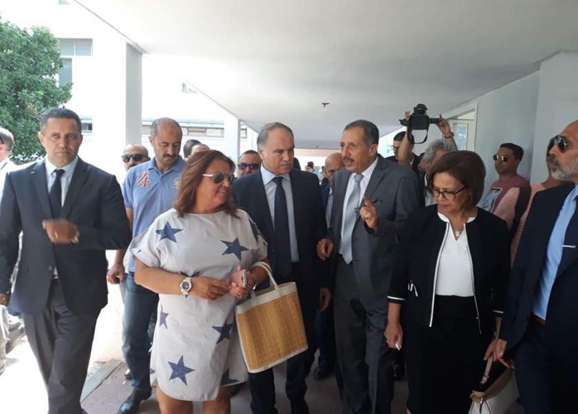 النائبة نادية زنقر خلال الجولة الميدانية بالمدرسة