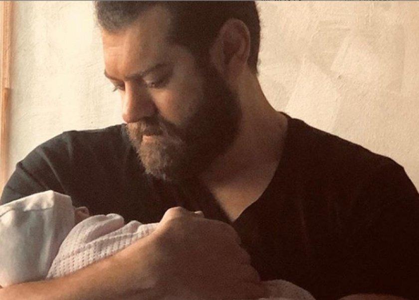 عمرو يوسف وابنته