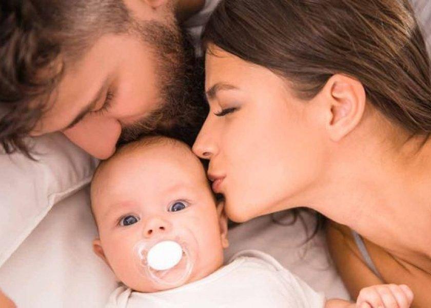 كيف تتعامل الأم مع طفلها اثناء مشاهدته أوقات الجماع