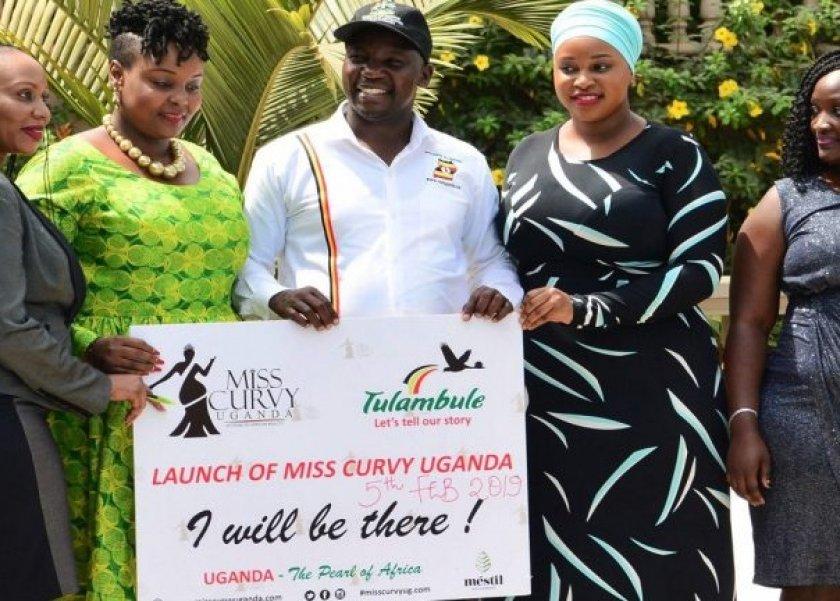 هجوم على وزير أوغندي.. طالب باستخدام نساء ذوات