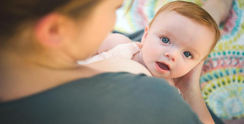 كيف تؤثر الرضاعة الطبيعية على حياتك الطبيعية؟