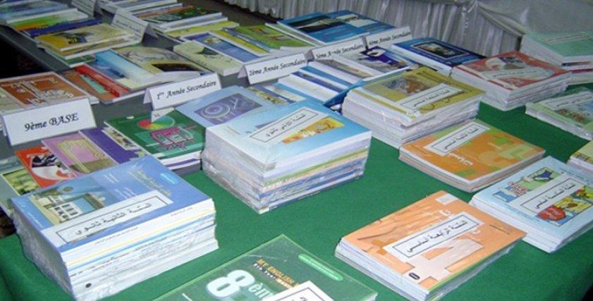 أولياء أمور طلاب بعض المدارس الحكومية والتجريبية يشتكون من ربط تسليم الكتب بدفع المصروفات