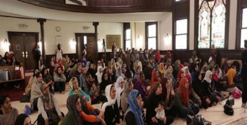 حكم الدين في تدريس الرجل للنساء