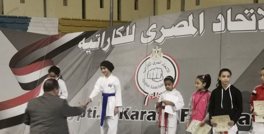 تتويج بنت مطروح نور عبدالقادر اول فتاه بدوية بالميدالية الذهبية ببطولة الجمهورية للكاراتية