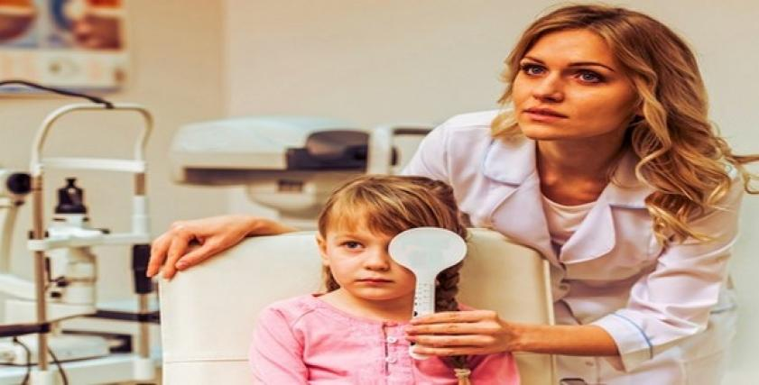 منها احمرار العين بشكل متكرر.. اعراض تنذر بمشاكل الإبصار عند الأطفال