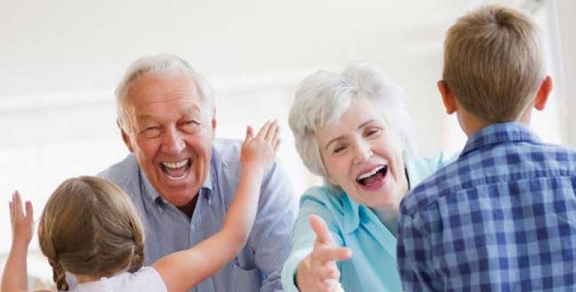 رعاية الأجداد احفادهم تساعد على العيش لفترة أطول