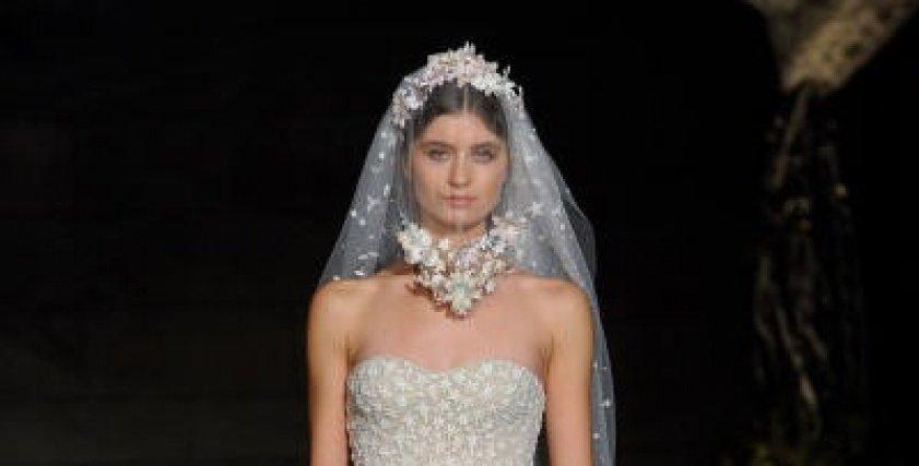 ريم عكرا في عرض أزياء
