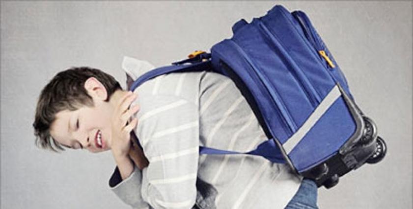 نصائح لتجنب ألم الظهر بسبب الحقيبة المدرسية