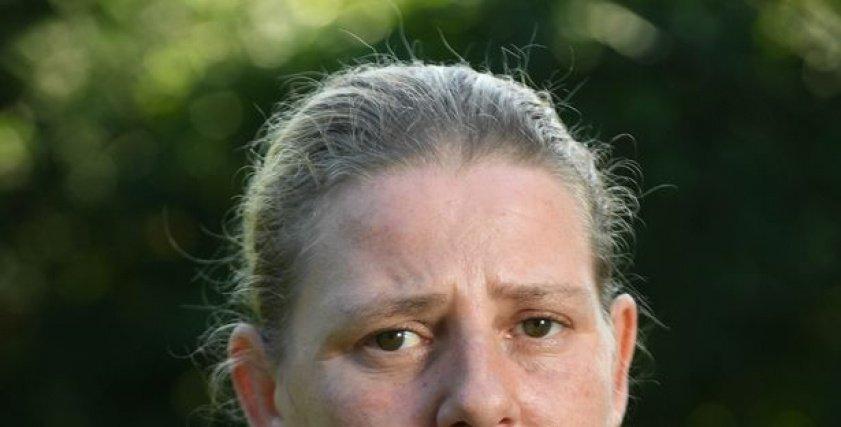 بالصور  سيدة بريطانية تسرد تفاصيل إغتصابها منذ صغر سنها